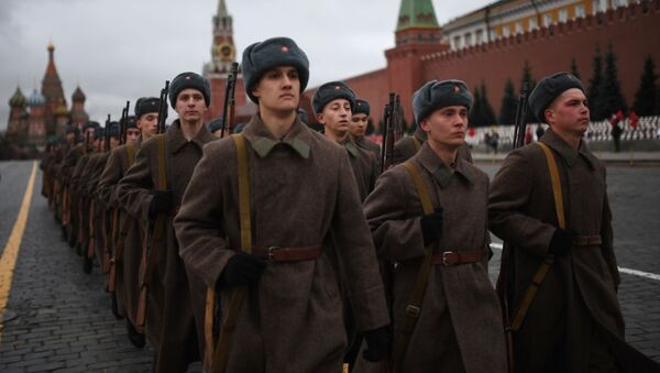 Участники марша, приуроченного к 78-й годовщине парада 1941 года на Красной площади - Sputnik Latvija