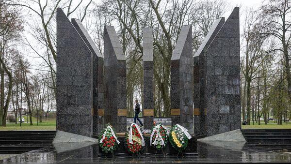 Мемориал советским воинам в Даугавпилсе - Sputnik Латвия