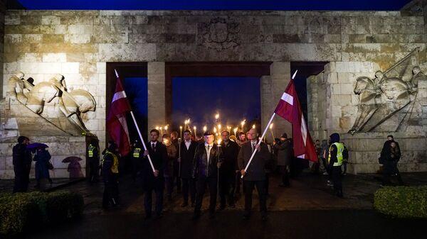 В День Лачплесиса в Риге состоялось факельное шествие - Sputnik Латвия