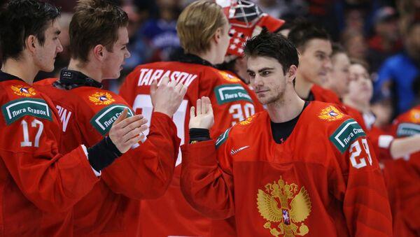 Кирилл Слепец (справа) на Молодежном чемпионате мира. Матч за третье место - Sputnik Латвия