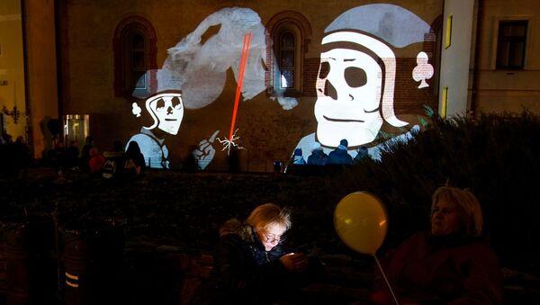 12-й фестиваль Staro Rīga. Видеопроекция на стены Музея декоративного искусства и дизайна - детективная история Мистерия улицы Скарню - Sputnik Латвия