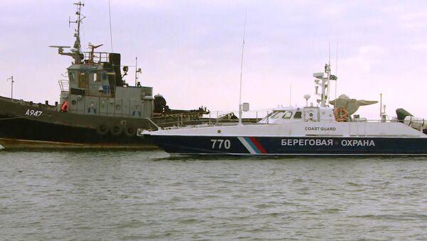 Задержанные в Черном море Украинские корабли покинули керченский порт - Sputnik Латвия