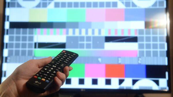 Телевизионная испытательная таблица на экране телевизора - Sputnik Латвия