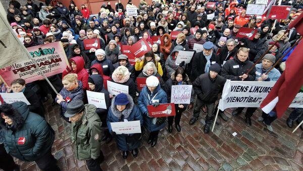Медики протестуют у Сейма Латвии. - Sputnik Латвия