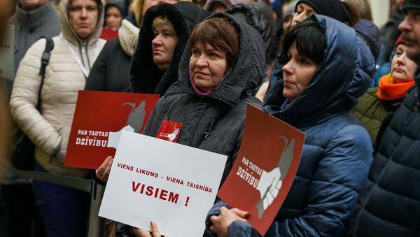 Акция протеста медиков у здания Сейма. - Sputnik Латвия