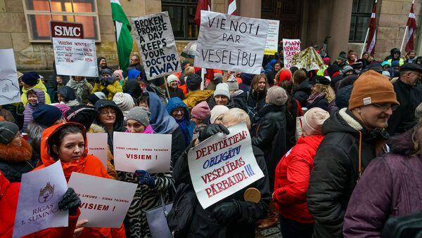 Акция протеста медиков у здания Сейма. - Sputnik Latvija