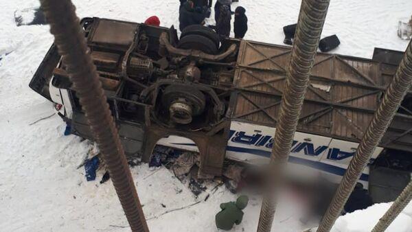 Трагедия в Забайкалье: автобус упал с моста - Sputnik Латвия