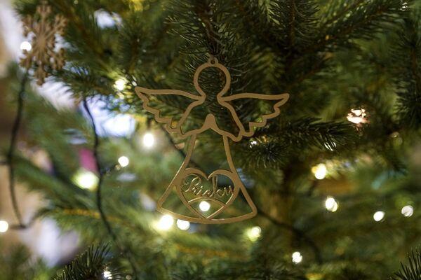 Ангел на рождественской елке на Домской площади в Риге - Sputnik Латвия