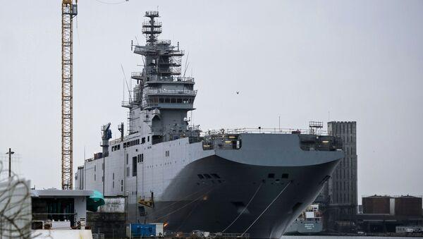 Вертолетоносный корабль-док Севастополь типа Мистраль - Sputnik Latvija