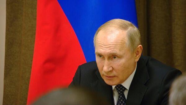 Путин предупреждает: Россия не будет спокойно смотреть на войска НАТО у своих границ - Sputnik Латвия