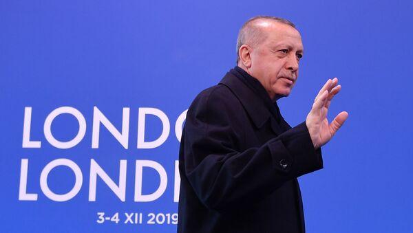 Президент Турции Реджеп Тайип Эрдоган на саммите НАТО в Лондоне - Sputnik Латвия