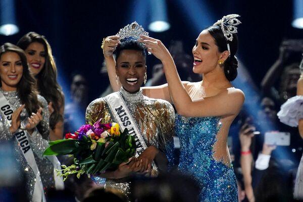 Победительница международного конкурса красоты Мисс Вселенная в 2019 году представительница ЮАР Зозибини Тунзи - Sputnik Латвия