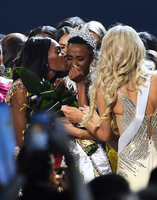 Победительница конкурса красоты Мисс Вселенная 2019 Мисс ЮАР Зозибини Тунци в Атланте, США  - Sputnik Латвия