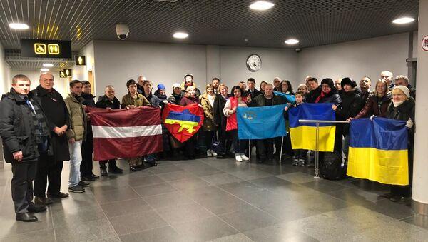 Встреча украинских моряков, прибывших на реабилитацию в Латвию - Sputnik Latvija
