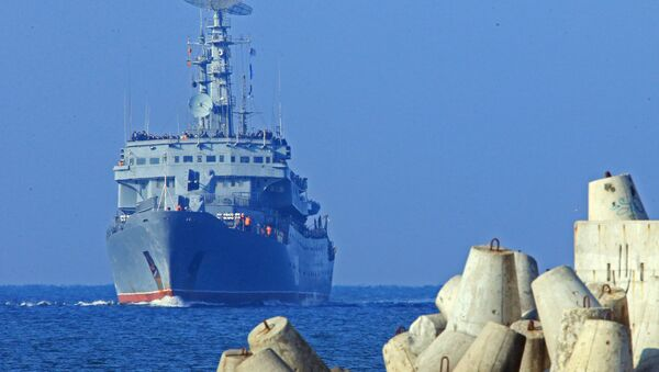 Учебный корабль Балтийского флота РФ Смольный. Архивное фото - Sputnik Латвия