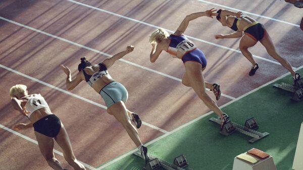Спортсменки на старте забега. Архивное фото - Sputnik Латвия