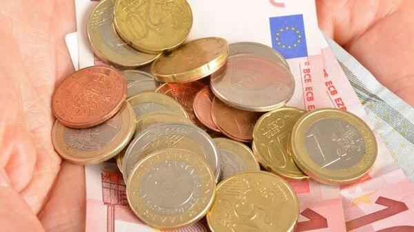 Деньги на ладони. - Sputnik Латвия