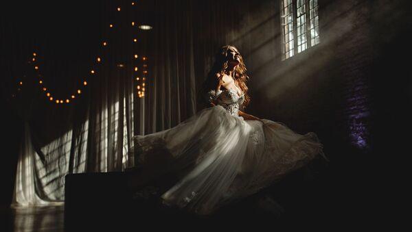 Снимок британского фотографа Ben Appleby, победивший в категории  SOLO PORTRAIT в конкурсе 2019 International Wedding Photographer of the Year  - Sputnik Латвия