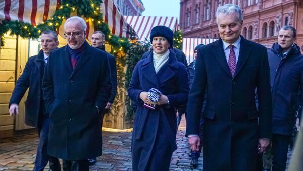 Президенты Латвии, Литвы и Эстонии во время прогулки  - Sputnik Латвия