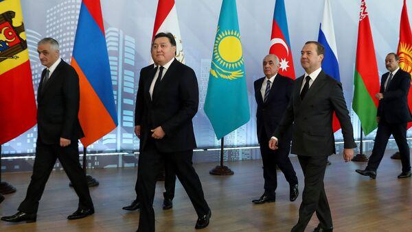 Премьер-министр РФ Д. Медведев принял участие в заседаниях Совета глав правительств СНГ и Евразийского межправительственного совета - Sputnik Latvija