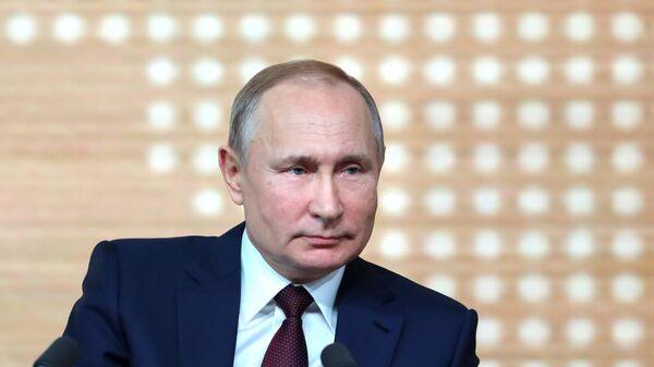 Президент РФ Владимир Путин на большой ежегодной пресс-конференции, 19 декабря 2019 - Sputnik Латвия