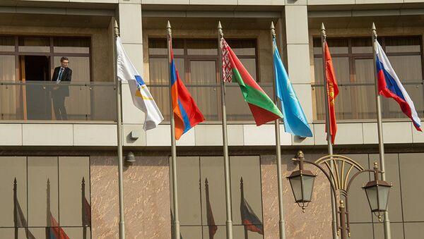 Саммит ЕАЭС: флаги стран-участниц - Sputnik Латвия