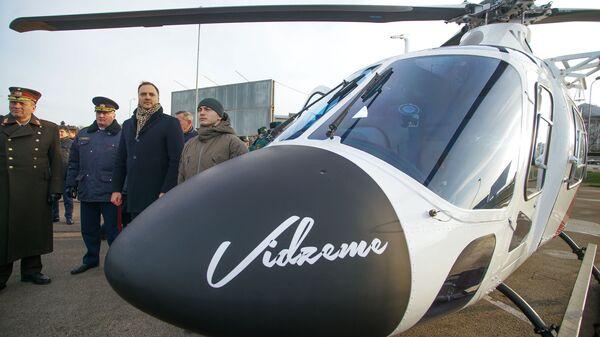 Глава МВД Латвии Сандис Гиргенс на церемонии приемки вертолетов AW 119 Kx - Sputnik Latvija