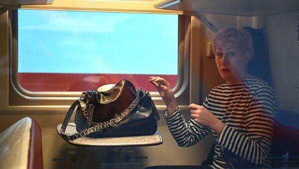 Отправление поезда Таврия из Санкт-Петербурга в Крым - Sputnik Latvija