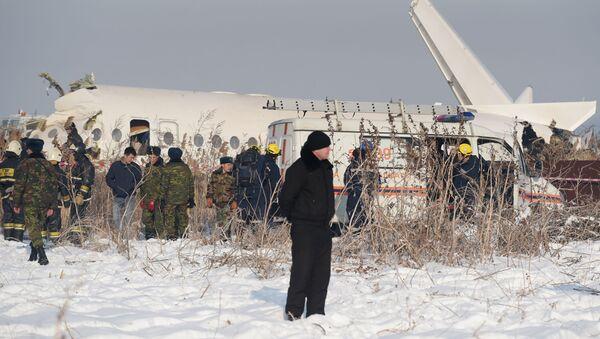 Крушение пассажирского самолета в Казахстане - Sputnik Latvija