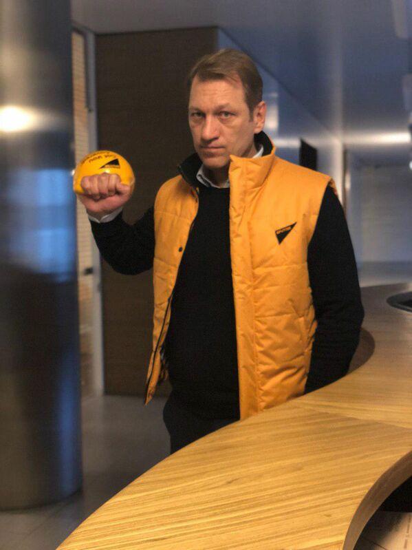 Руководитель Sputnik в странах ближнего зарубежья Андрей Благодыренко во время флешмоба в поддержку Sputnik Эстония - Sputnik Латвия