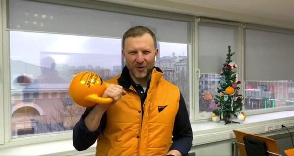 Директор по коммуникациям МИА Россия сегодня Пётр Лидов во время флешмоба в поддержку Sputnik Эстония  - Sputnik Латвия