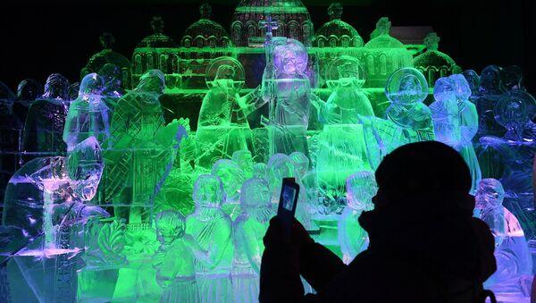Фестиваль скульптур Ледовая Москва. В кругу семьи - Sputnik Латвия