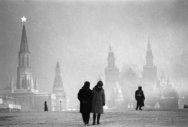 На Красной площади вечером - Sputnik Латвия