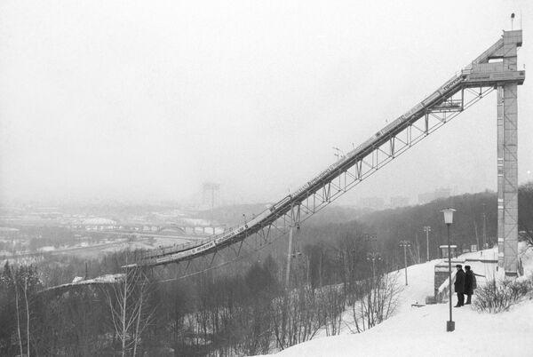 60-метровый лыжный трамплин на Ленинских горах - Sputnik Латвия