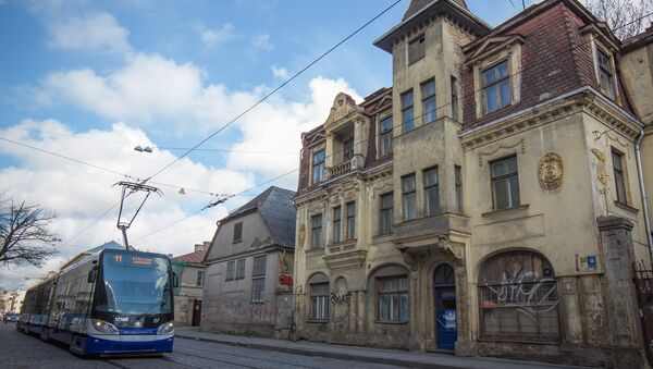 Трамвай №11 на улице Миера в Риге - Sputnik Латвия