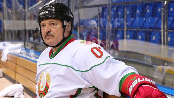 Президент Беларуси Александр Лукашенко в хоккейной форме - Sputnik Латвия