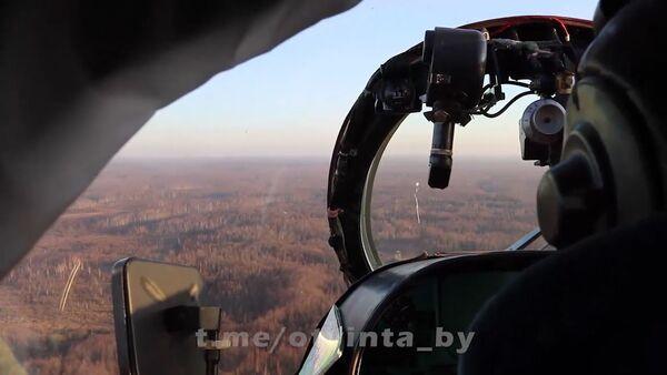 Белорусские военные обстреляли метеозонд с вертолета - Sputnik Латвия
