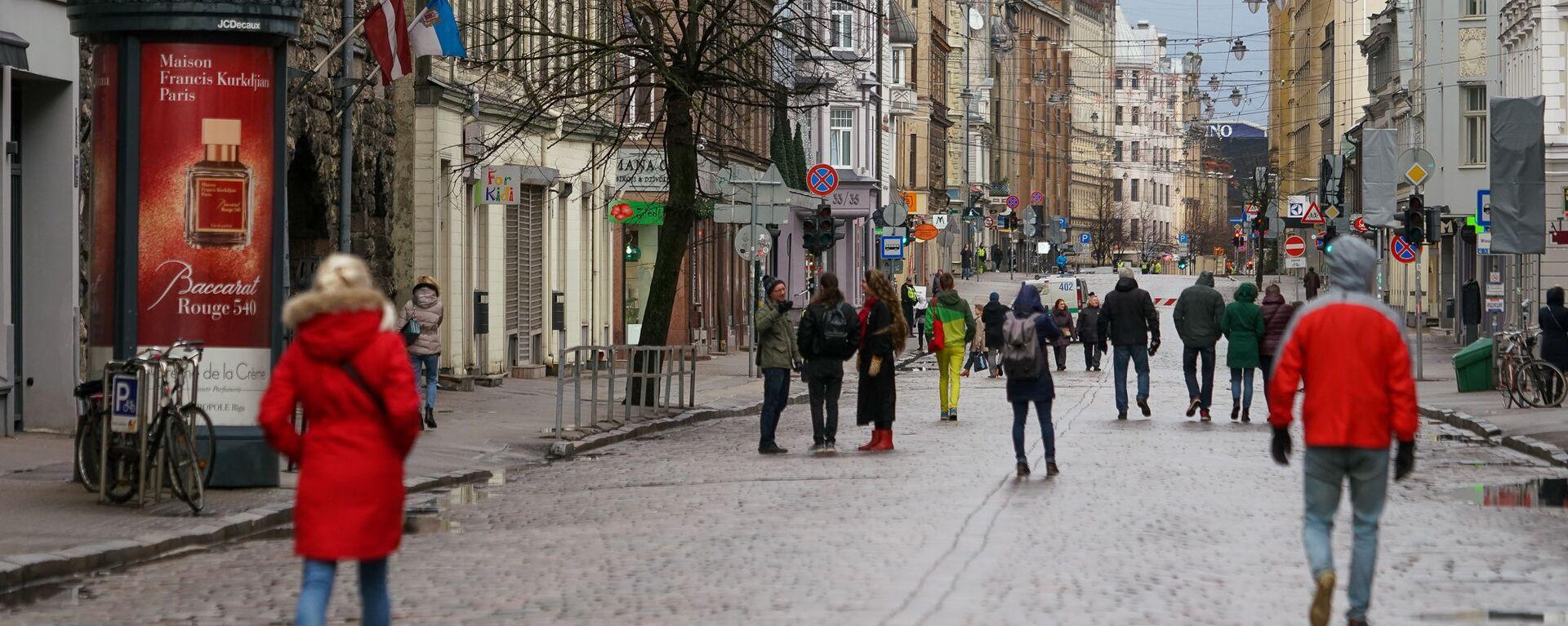 На один день улица Тербатас в Риге стала пешеходной. - Sputnik Латвия, 1920, 21.02.2020