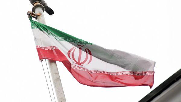 Флаг посольства Исламской Республики Иран. - Sputnik Latvija