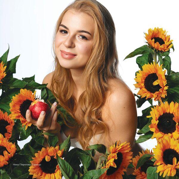 Хоккеистка Нина Пирогова для календаря ЖХЛ 2020 - Sputnik Латвия