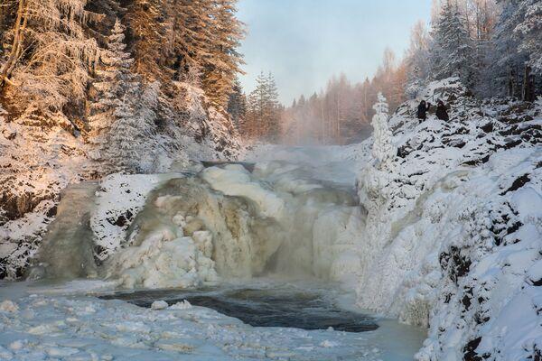 Водопад Кивач, образуемый падением реки Суны, располагается на территории Государственного заповедника Кивач - Sputnik Латвия