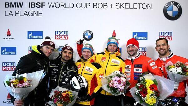 Победители Кубка мира по бобслею 2019/2020 экипажей двоек у мужчин - Sputnik Латвия