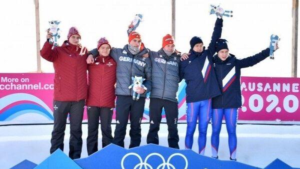 Победители соревнований по санному спорту в двойках на юношеских Олимпийских играх - Sputnik Латвия
