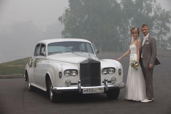 Невеста во время сильного смога от лесных пожаров в Рязани - Sputnik Латвия