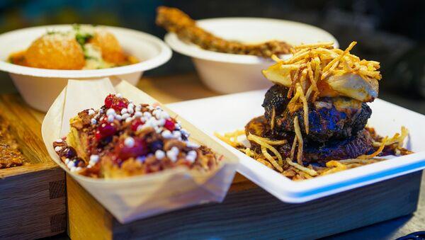 Уличная еда на фестивале Street Food Festival в Риге превращается в изысканные ресторанные блюда. - Sputnik Латвия