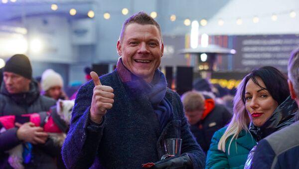 Президент Латвийского общества ресторанов Янис Ензис поставил оценку отлично  фестивалю уличной еды Street Food Festival в Риге. - Sputnik Латвия