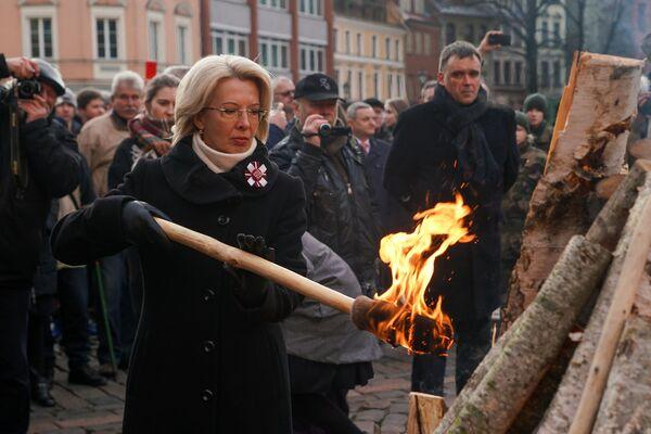 Мероприятие памяти баррикад 1991 года на Домской площади в Риге. Спикер Сейма Инара Мурниеце - Sputnik Латвия