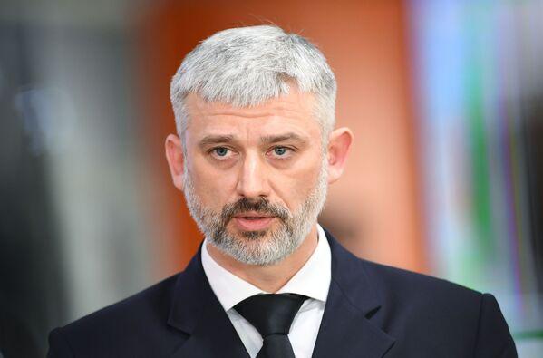 Министр транспорта Евгений Дитрих на брифинге по катастрофе самолета Аэрофлота в Шереметьево - Sputnik Латвия