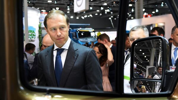 Министр промышленности и торговли РФ Денис Мантуров на международной выставке коммерческого автотранспорта Comtrans 2019 в Москве - Sputnik Латвия