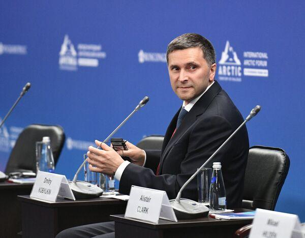 Министр природных ресурсов и экологии РФ Дмитрий Кобылкин на международном арктическом форуме в Санкт-Петербурге - Sputnik Латвия